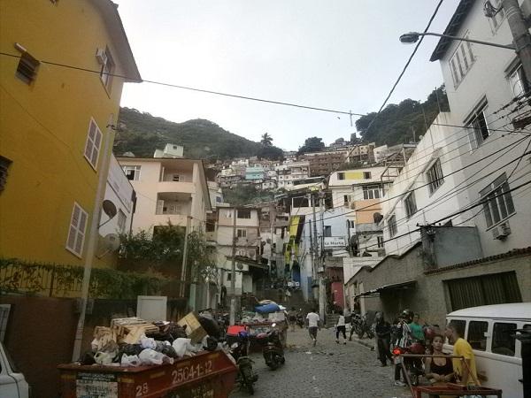 Грязь и нищета бразильских фавел